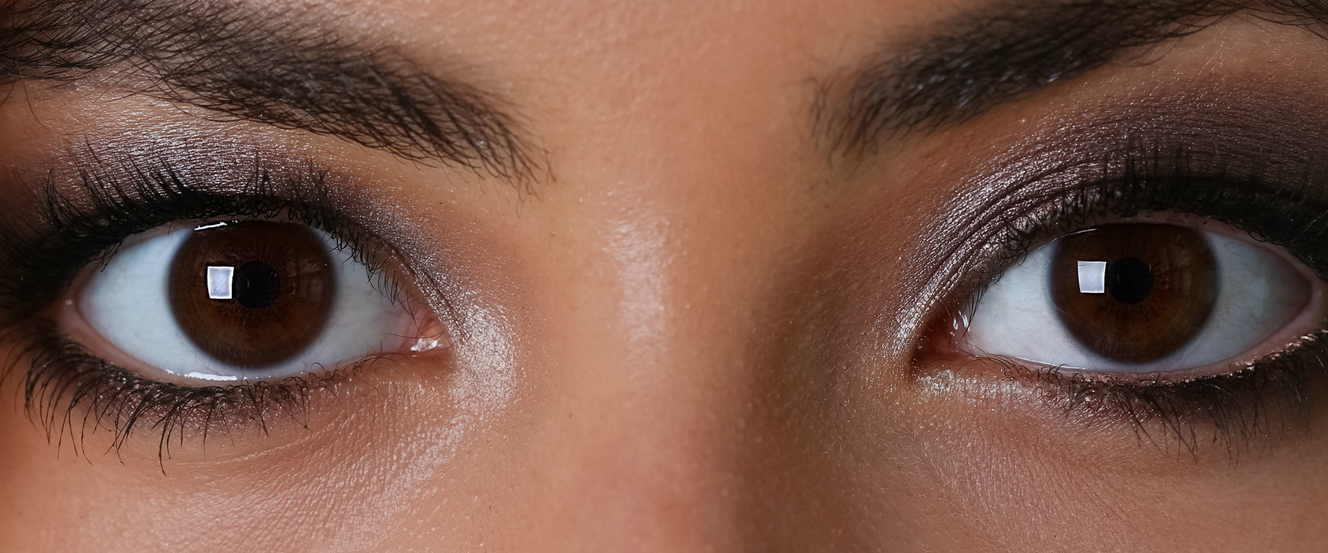 Acercamiento a los ojos cafés de una mujer enfermedades de lo ojos