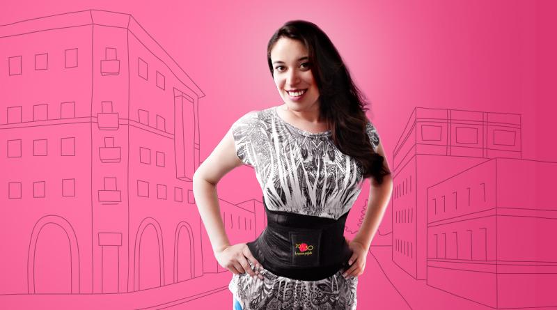 Mujer usando la Cinturilla 70-30 para definir su cintura.
