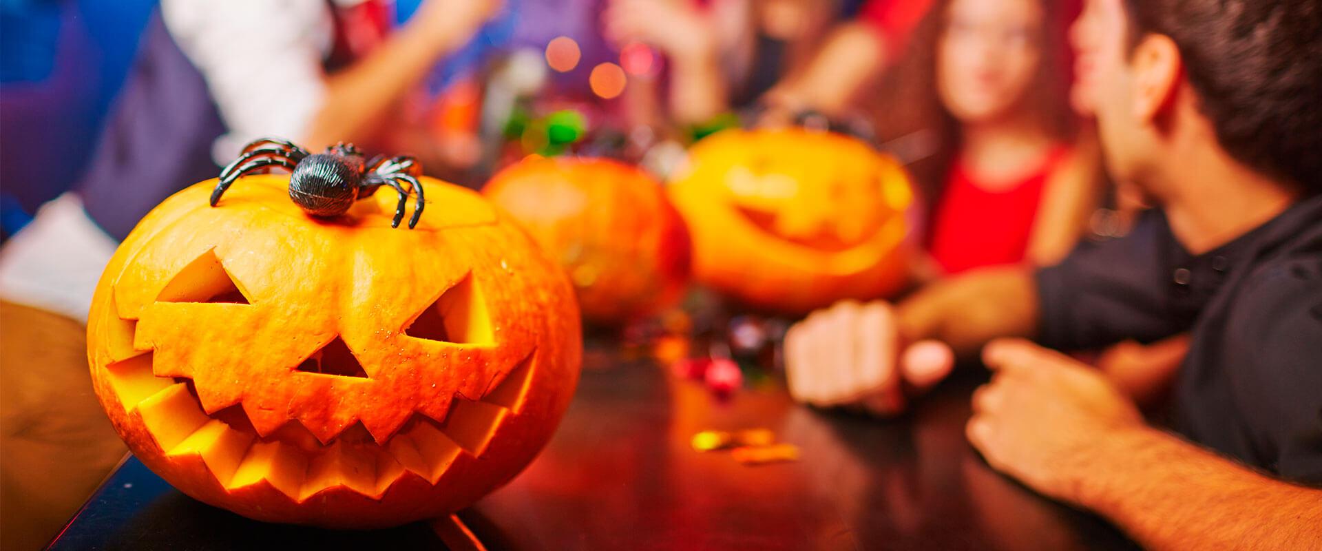 Fiesta de Halloween ambientada con las luces láser Startastic.