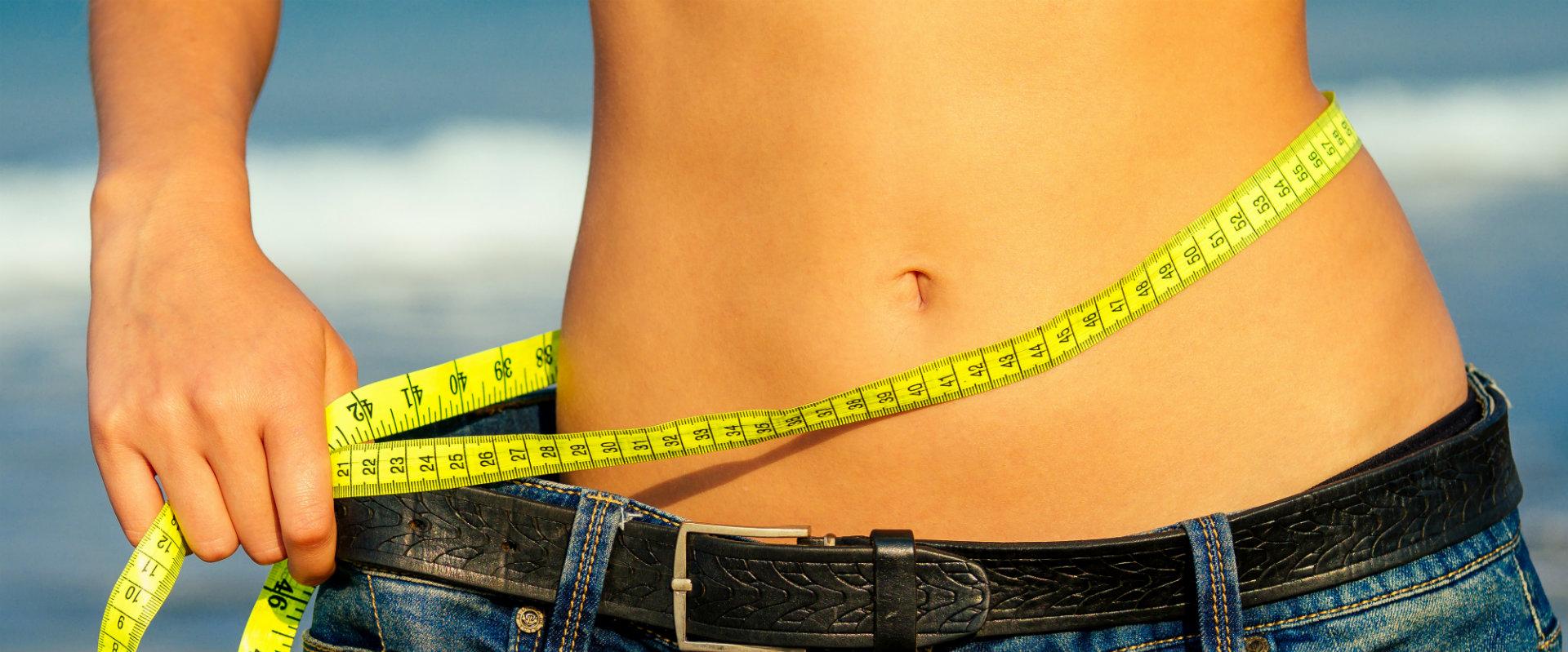 Mujer bajo de peso por tener hábitos saludables