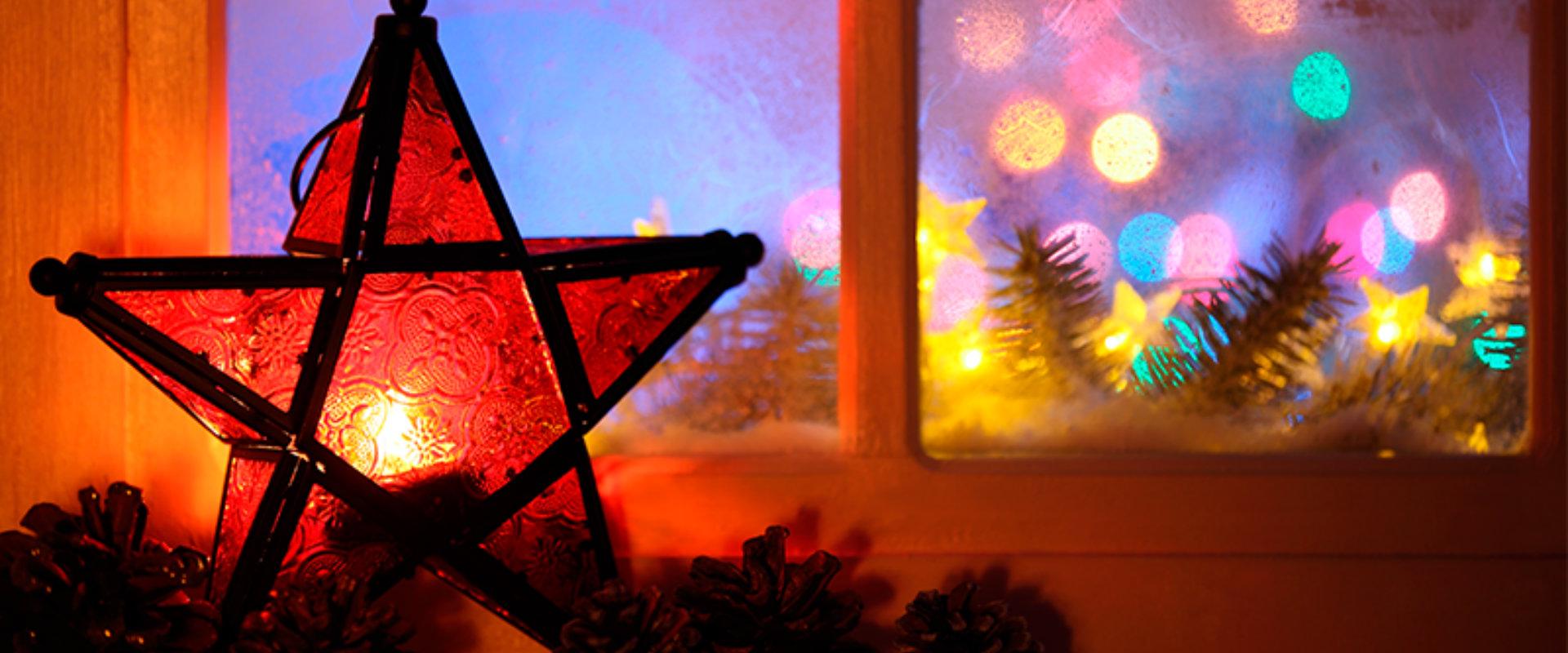 Estrella de Nvidad con luces y piñas de pino