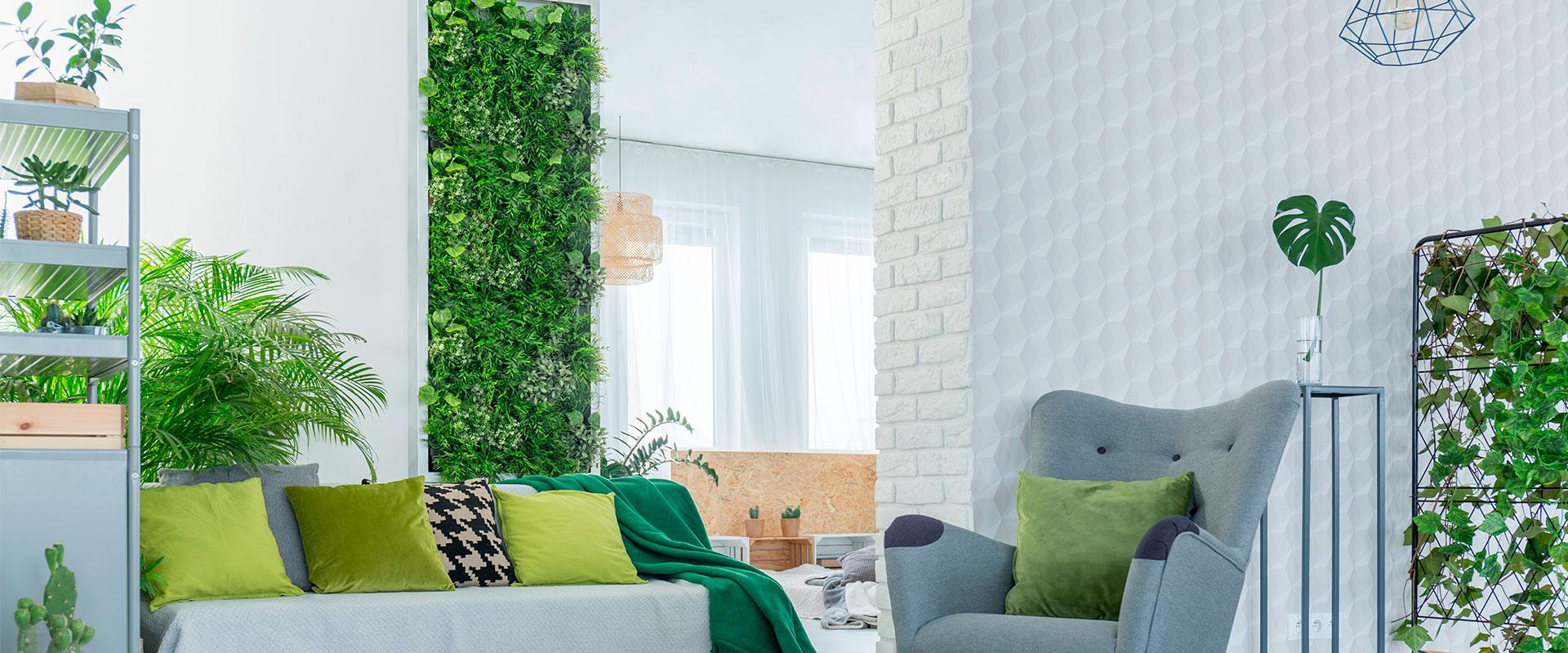 Habitación con muros verdes.