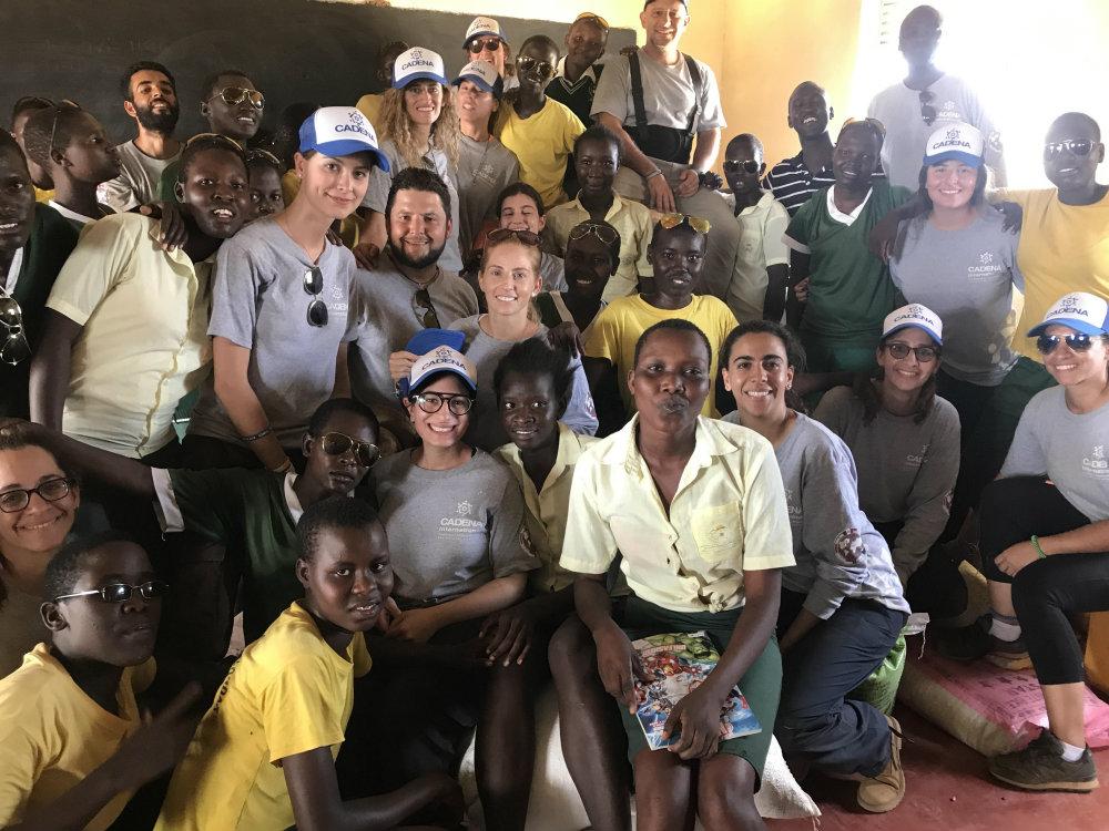 Voluntarios con donaciones
