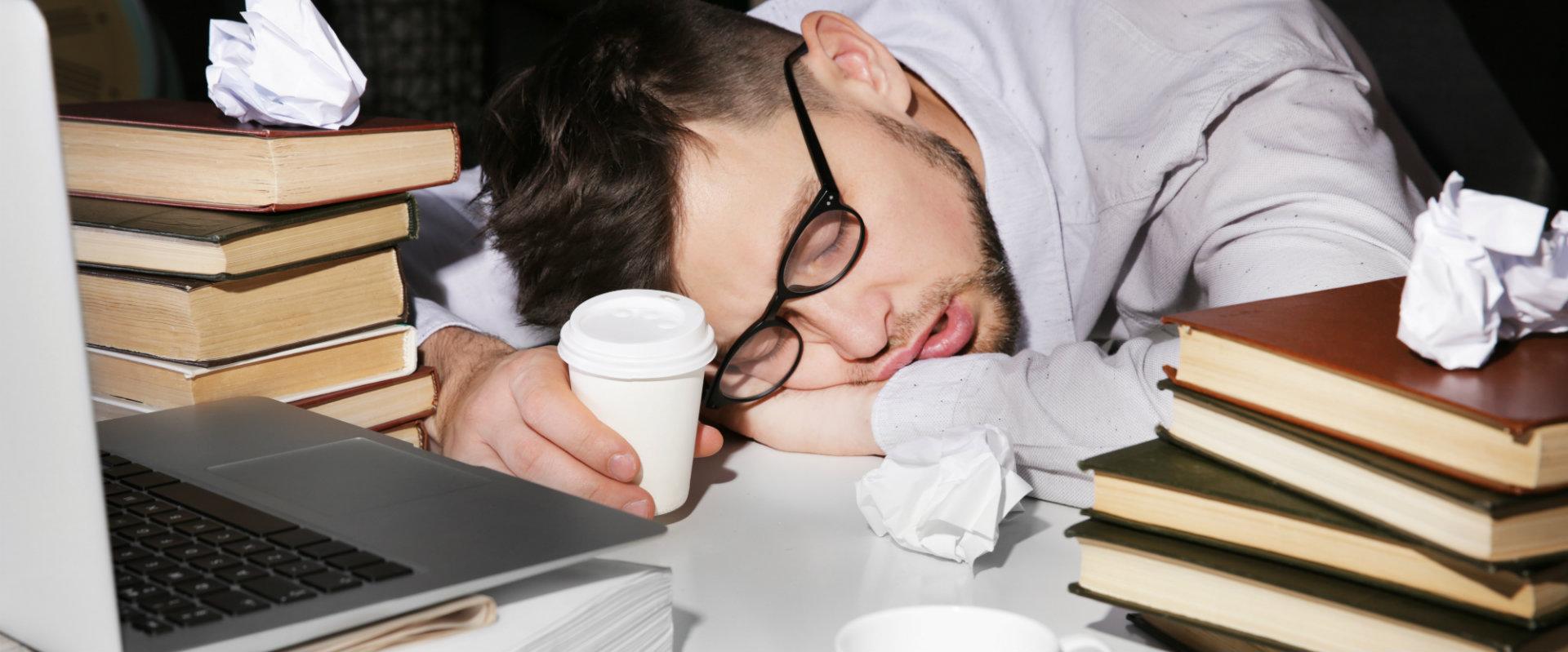 Descubre las consecuencias que tiene dormir de más