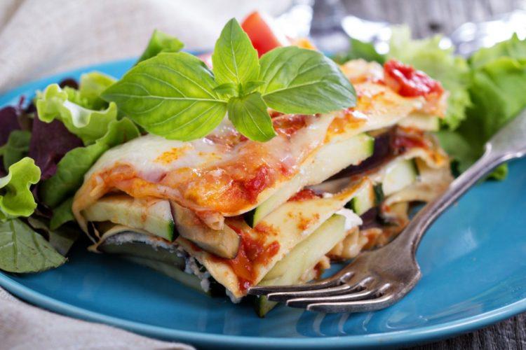 Plato de lasagna vegetariana