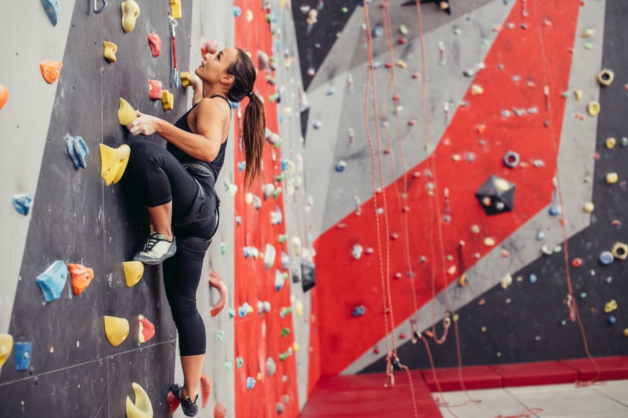 Beneficios de escalar muros